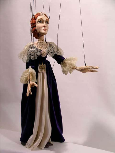 Дама Корнелия марионетка