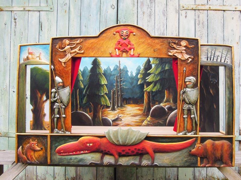 Деревянный театр кукол Дракон