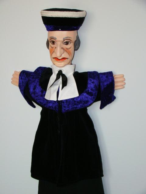 Судья , перчаточная кукла