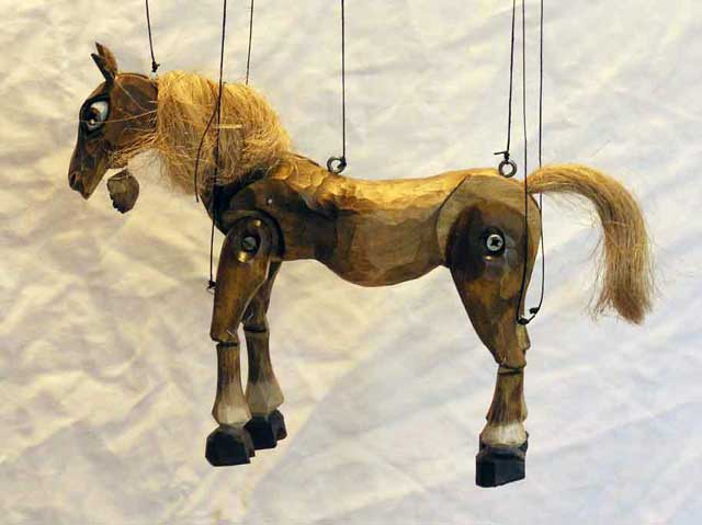 Конь, марионетка